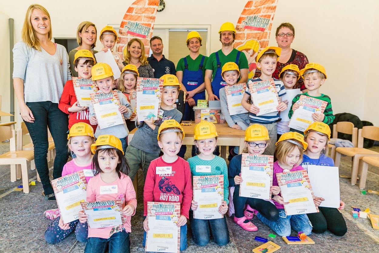 16 stolze Baumeister und ihre Helfer © BBIV Schwaiger 2016
